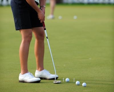 Pantaloni corti nel golf tra favorevoli e contrari. E voi da che parte siete?